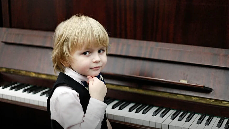 The 5 year old who plays Mozart in concerts for hundreds of people