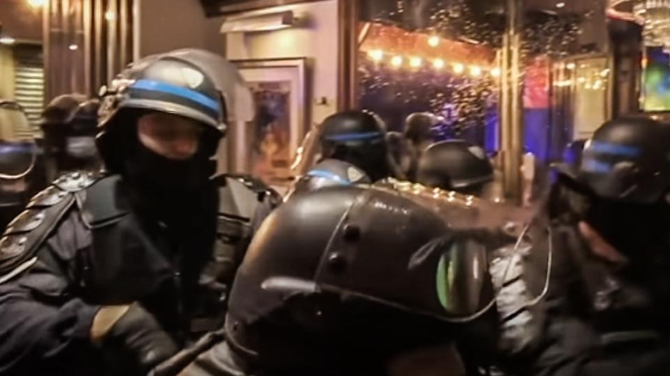 WATCH: Paris riot police reportedly raid pub over lack of social distancing