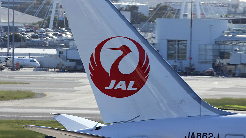 """Japan Airlines to use """"gender-neutral"""" language on flights"""