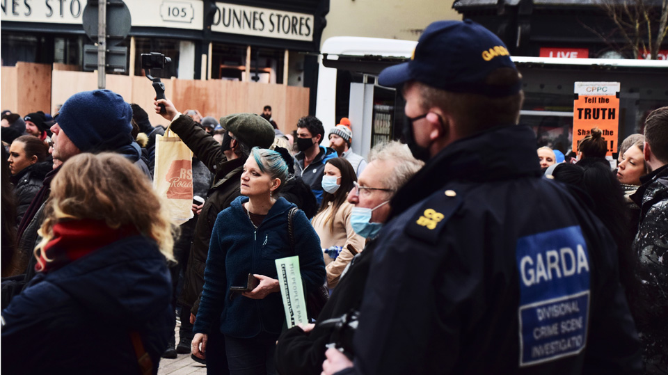 """""""I march for my mother who wasn't allowed see her dying sister"""": Cork anti-lockdown protest hears"""
