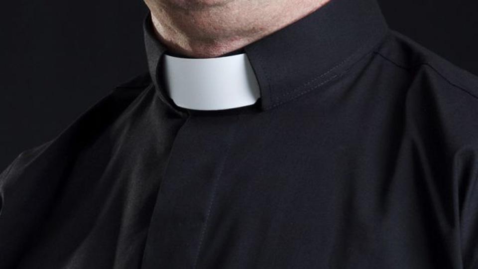 "Clare priest reveals he has held public Mass ""the whole time"" despite Level 5"